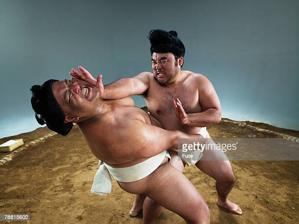 sumo wrestlers struggling for victory - 相撲 ストックフォトと画像