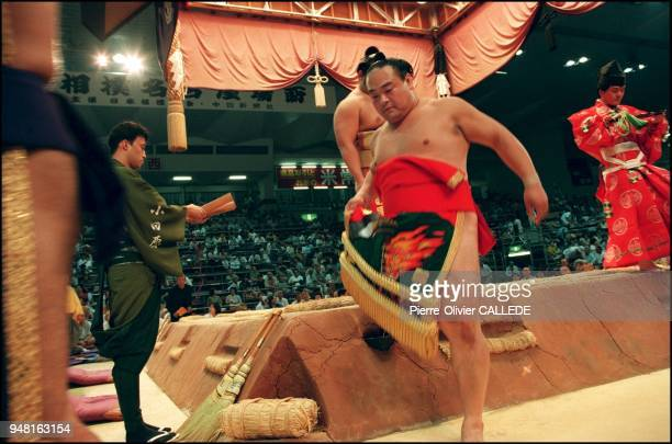 Sumotori leave the dohyo after having paraded before the spectators in thanks to the Gods July 2000