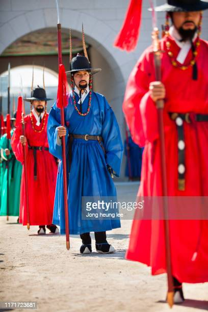 sumunjang (royal guard) changing ceremony in gyeongbok palace,hanbok, seoul  korea - jong heung lee stock pictures, royalty-free photos & images