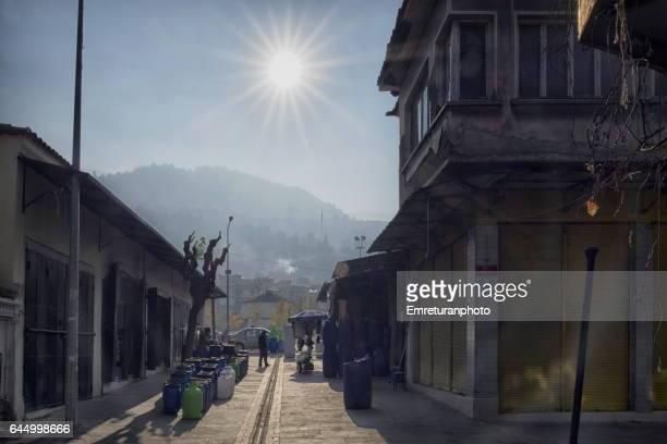 sun above mount spil in manisa. - emreturanphoto stock-fotos und bilder
