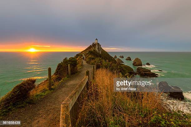 Sun at the horizon, Nuggets Point lighthouse