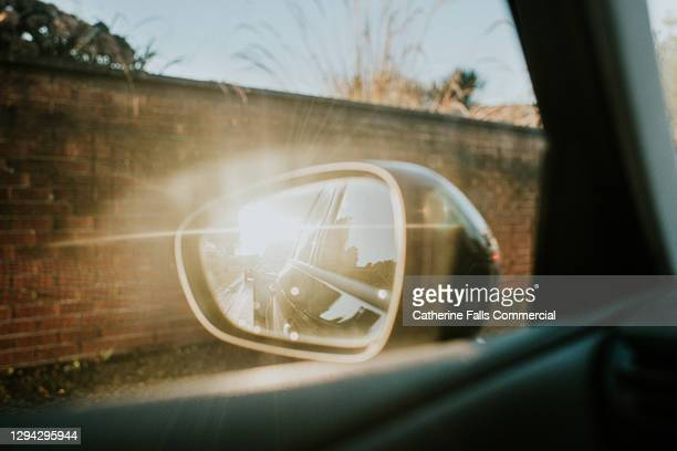sun flare reflecting off a car's wing mirror - car stock pictures, royalty-free photos & images