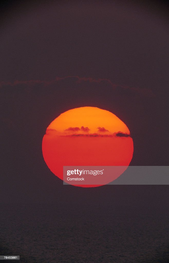 Sun in sky at dusk : Stockfoto