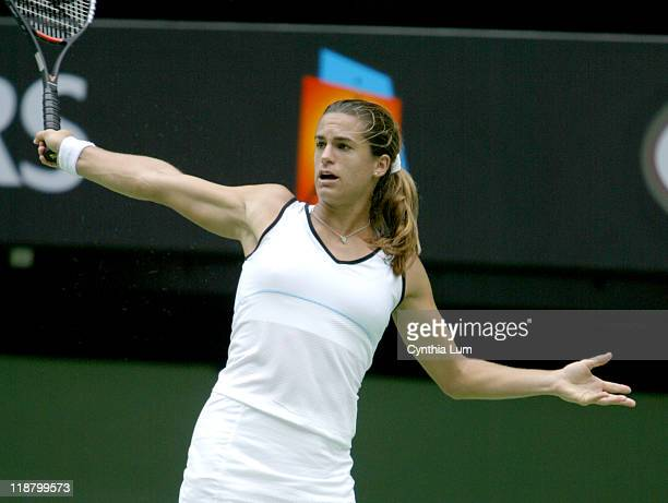 Sun January 25 round 4 Amelie Mauresmo wins her fourth round match in Australia with a 75 75 victory over Alicia Molik