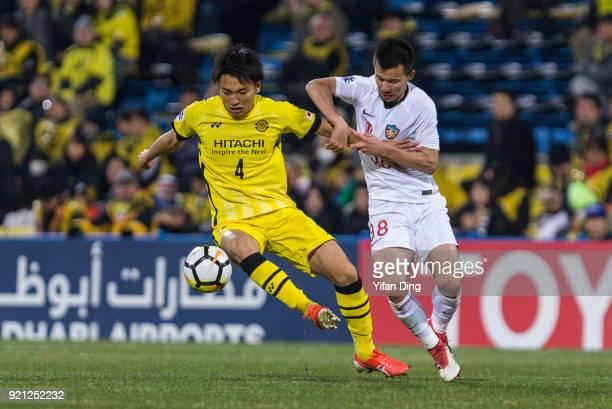 Sun Ke of Tianjin Quanjian and Shinnosuke Nakatani of Kashiwa Reysol in action during the AFC Champions League match between Kasshiwa Reysol and...
