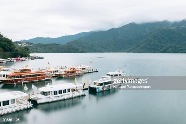 sun moon lake, taiwan - hügelkette stock-fotos und bilder