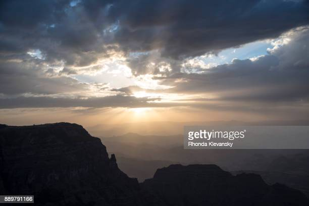 sun rays breaks through cloud at sunset in the simian mountains, ethopia - rhonda klevansky ストックフォトと画像