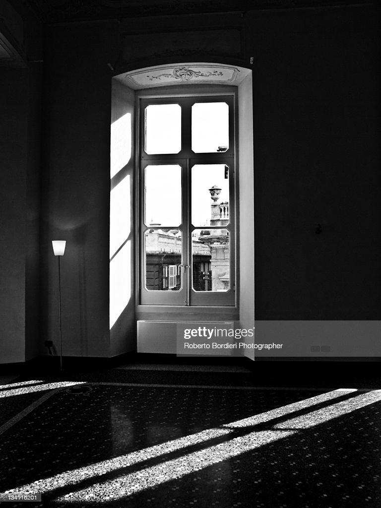 Sun rays coming in house through door : Foto stock