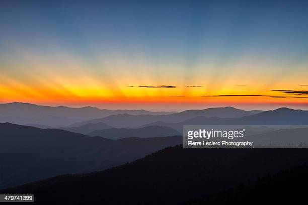 sun rays over the great smoky mountains - clingman's dome - fotografias e filmes do acervo