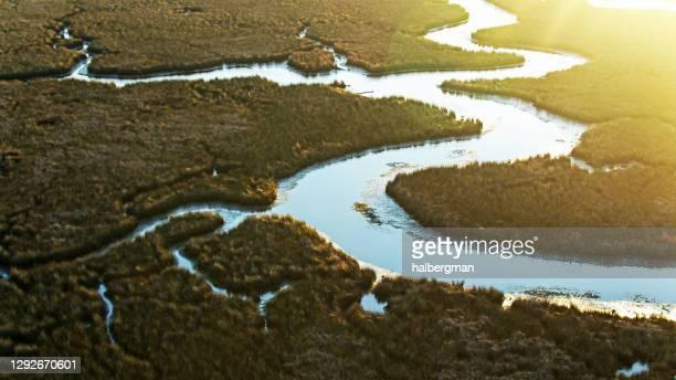 パスカグーラ川デルタの太陽のライジング - 空中 - ミシシッピ州 ストックフォトと画像