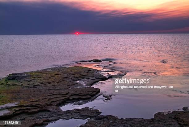 sun rising over lake michigan - ウィスコンシン州シボイガン ストックフォトと画像