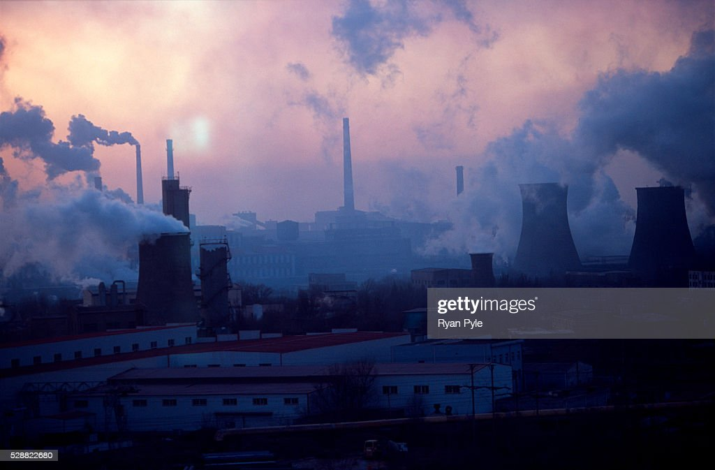 China - Environment - Industry - Sun Sets on Bao Steel Mill : News Photo