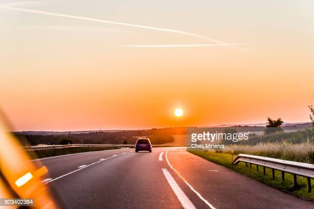 sun setting over a6 highway between nitry and auxerre - côte d'or bildbanksfoton och bilder