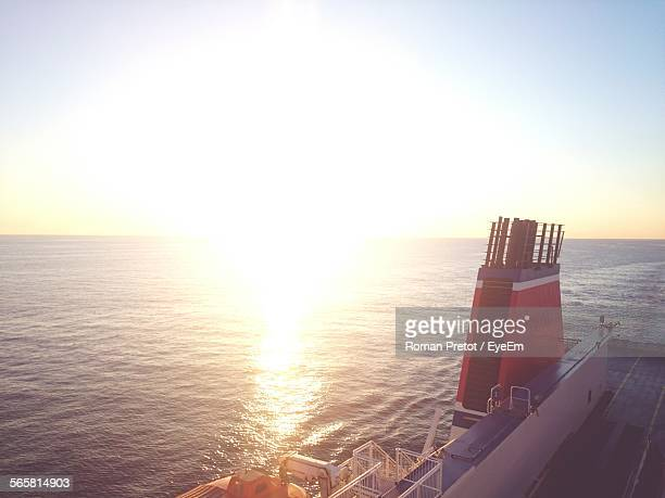 sun shining over sea - roman pretot stock-fotos und bilder