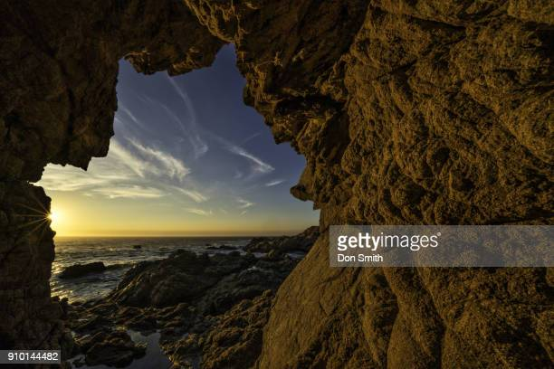 sun star through sea cave - don smith ストックフォトと画像