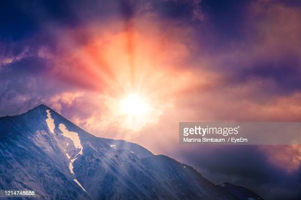 sun through the dramatic sky over the mountains of denali national park - cantwell stock pictures, royalty-free photos & images
