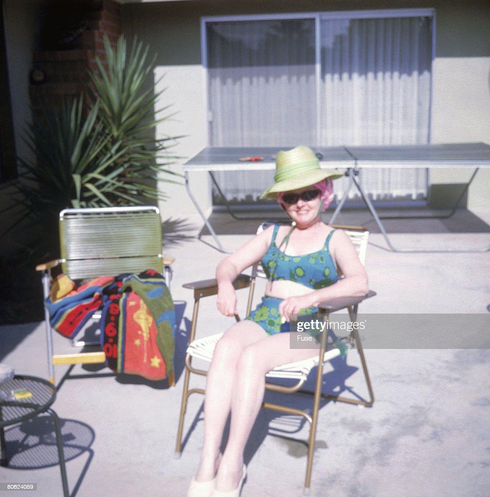 Sunbather relaxing in chair : Stock-Foto