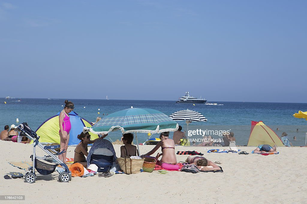 A Day On Pamplonne Beach In Saint Tropez France Photos And Images