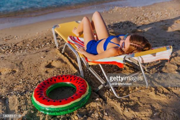 prendere il sole in spiaggia - henri coste foto e immagini stock