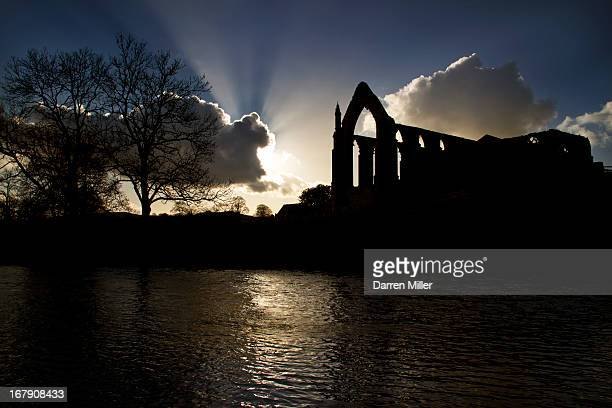 CONTENT] Sunburst over Bolton Abbey in the Yorkshire Dales