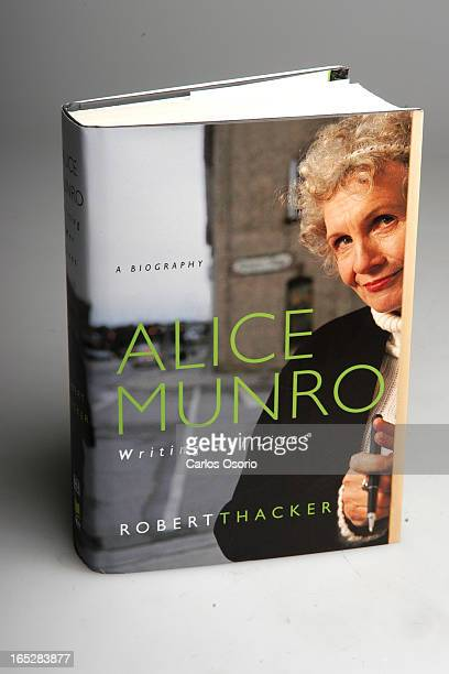 Sunday Books Toronto ONTARIO Alice Munro Writing her Lives by Robert Thacker