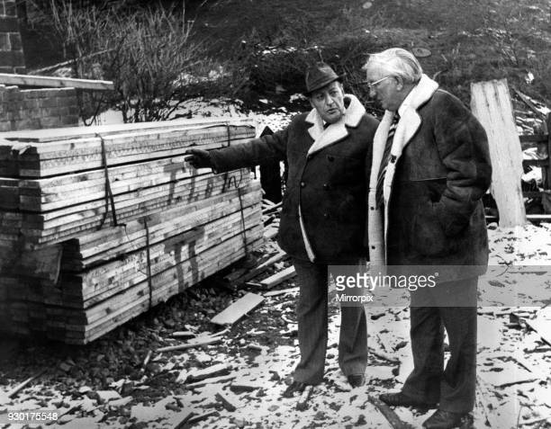 Sunday Mirror crime reporter Norman Lucas with Mr George Oldfield head of West Yorkshire CID at the scene of the murder of Rita Rytka, a victim of...