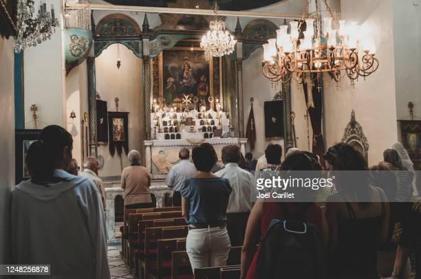日曜日の朝、シリアのダマスカスにあるアルメニア教会で礼拝 - ミサ ストックフォトと画像