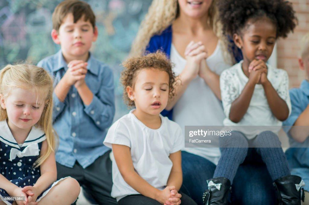 Zondagsschool gebed : Stockfoto