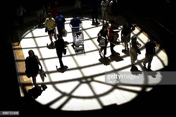 Sunday shopping at Chadstone shopping centre, Melbourne, 17 December 2000. The AGE Picture by RAY KENNEDY