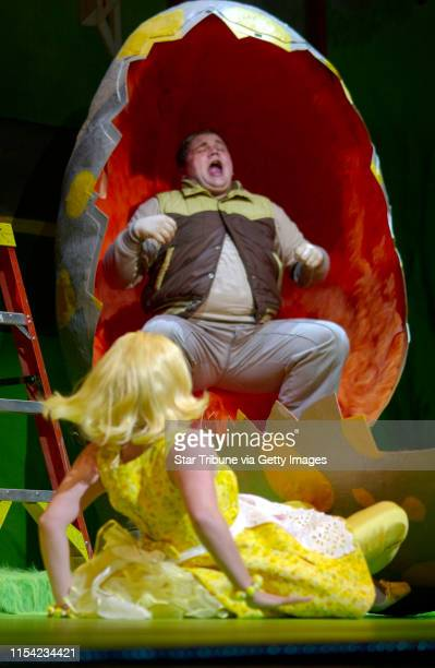 SUNDAY_08/17/03_Minneapolis Dress rehersal of the Children's Theater production Honk The Ugly Duckling Musical Seen here is Reed Sigmund and Teri...