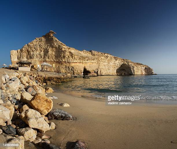 sunddy beach in  oman - gulf of oman ストックフォトと画像