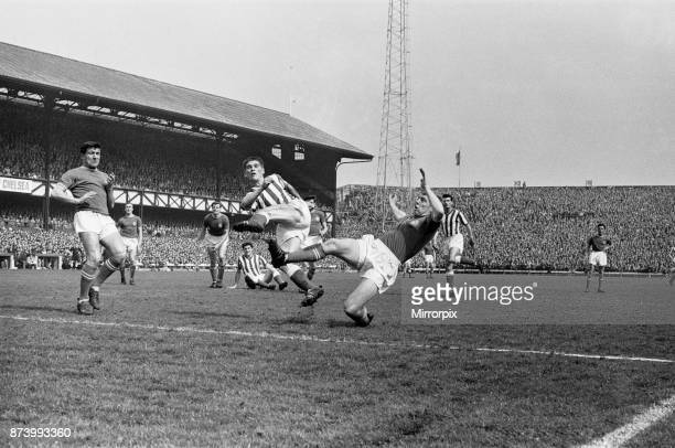 Sunderland 0 v Chelsea, 1 Old League Division Two match at Roker Park. Chelsea players close down a Sunderland player Terry Venables looks on, 18th...