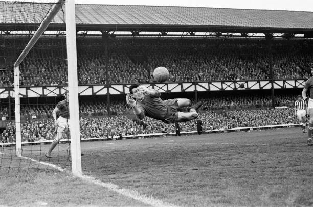 Sunderland 0 v Chelsea, 1 Old League Division Two match at Roker Park. Chelsea goalkeeper Peter Bonetti makes a save, 18th May 1963.