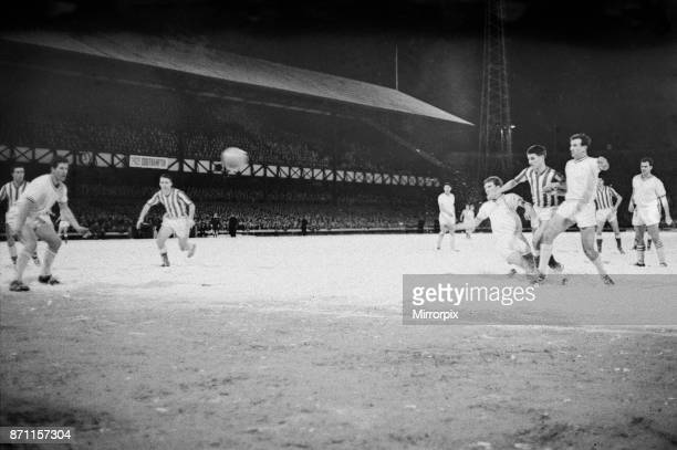 Sunderland 2 5 Gravesend fourth round FA Cup replay held at Roker Park Sunderland's Johnny Crossan scores his second and Sunderland's fourth goal in...