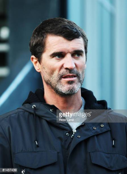 Sunderland FA Premiership manager Roy Keane looks on during a New Zealand All Blacks training session at Rugby League Park on June 4, 2008 in...