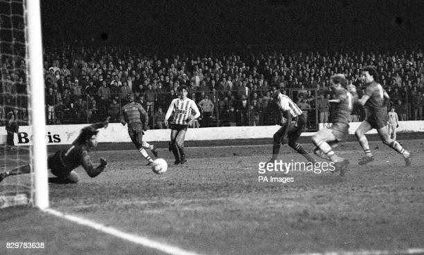 Sunderland goalkeeper Chris Turner dives in vain as a cross from Chelsea's Paul Canoville flies across the goal eluding Chelsea's David Speedie and...