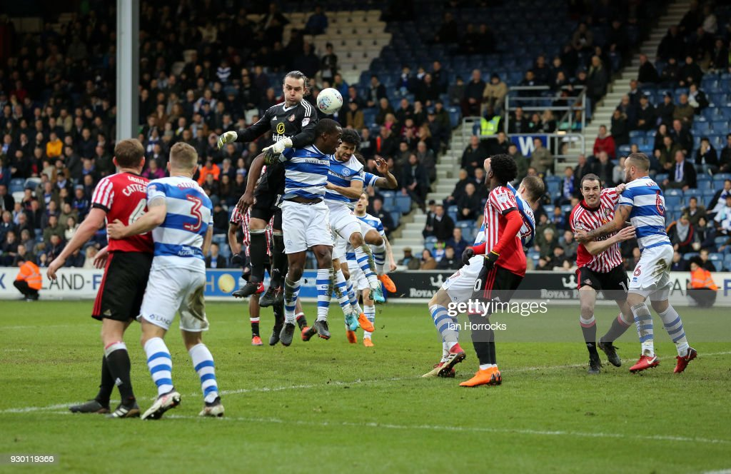 Sunderland goalkeeper Lee Camp makes a late effort on goal during the Sky Bet Championship match between Queens Park Rangers and Sunderland at Loftus Road on March 10, 2018 in London, England.