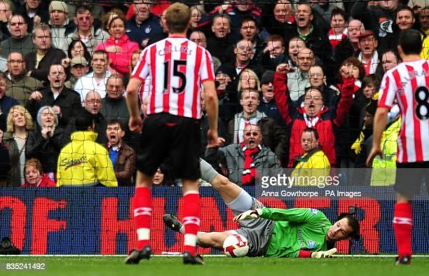 Sunderland goalkeeper Marton Fulop saves a penalty taken by Manchester City's De Souza Robinho