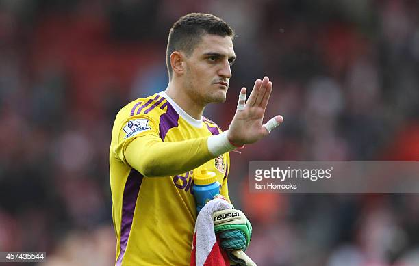Sunderland Goalkeeper Vito Mannone at the end of the Barclays Premier League match between Southampton and Sunderland at St Mary's Stadium on October...