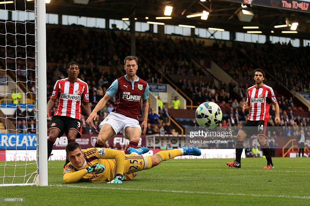 Burnley v Sunderland - Premier League : News Photo