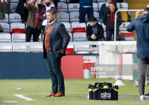 Sunderland head coach Lee Johnson during the Sky Bet League One Play-off Semi Final 1st Leg match between Lincoln City and Sunderland at LNER Stadium...