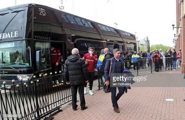 Sunderland Head coach Lee Johnson leads his team off the bus and into the stadium before the Sky Bet League One Play-off Semi Final 2nd Leg match...