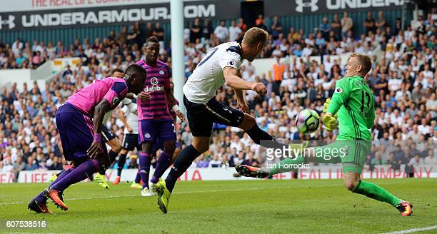 Sunderland keeper Jordan Pickford saves shot by Harry Kane of Spurs during the Premier League match between Tottenham Hotspur and Sunderland at White...