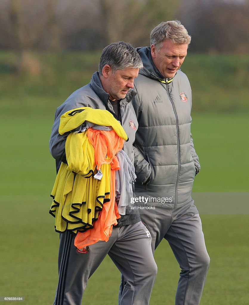Sunderland manager David Moyes (R) talks to his assistant Paul Bracewell during a SAFC training session at The Academy of Light on December 12, 2016 in Sunderland, England.
