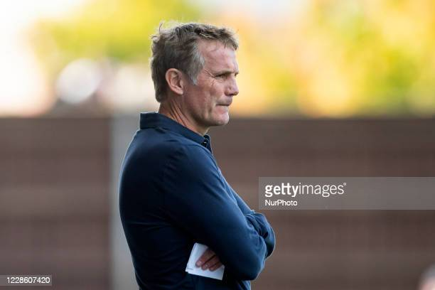 Sunderland Manager Phil Parkinson during the Sky Bet League 1 match between Oxford United and Sunderland at the Kassam Stadium, Oxford, England, on...