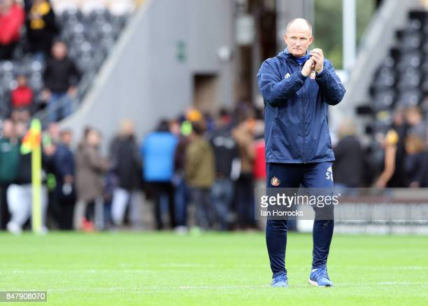 Sunderland manager Simon Grayson applauds the fans on the final whistle during the Sky Bet Championship match between Hull City and Sunderland at...