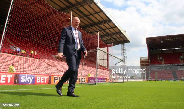 Sunderland manager Simon Grayson arrives at Oakwell during the Sky Bet Championship match between Barnsley and Sunderland at Oakwell Stadium on...