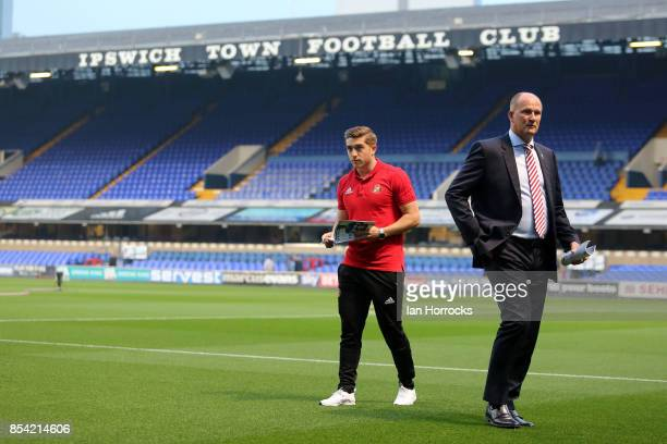Sunderland manager Simon Grayson with player Lynden Gooch before the Sky Bet Championship match between Ipswich Town and Sunderland at Portman Road...