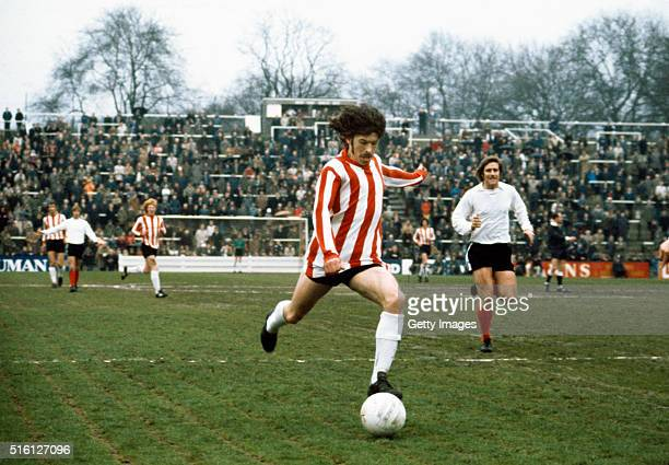 Sunderland player Bobby Kerr prepares to shoot during a League Division Two match between Bolton Wanderers and Sunderland at Burnden Park on 31st...