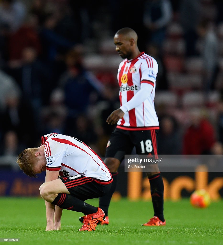 Sunderland player Duncan Watmore (foreground) and Jermain Defoe react on the final whistle after the Barclays Premier League match between Sunderland and Southampton at Stadium of Light on November 7, 2015 in Sunderland, England.